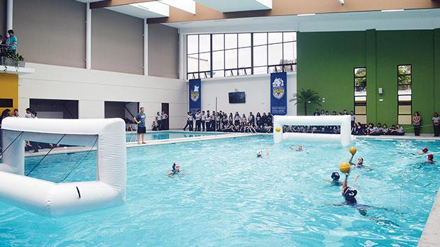 Saint francis estrena moderna piscina peri dico gente for Piscinas ramirez
